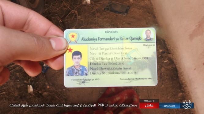 Mỹ hậu thuẫn người Kurd diệt hàng chục phiến quân IS ở Raqqa (video) ảnh 6