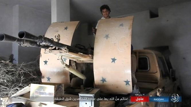 Mỹ hậu thuẫn người Kurd diệt hàng chục phiến quân IS ở Raqqa (video) ảnh 8