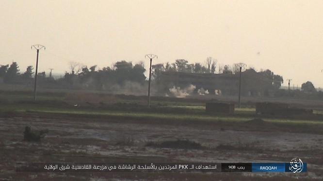 Mỹ hậu thuẫn người Kurd diệt hàng chục phiến quân IS ở Raqqa (video) ảnh 12