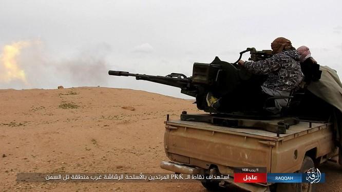 Mỹ hậu thuẫn người Kurd diệt hàng chục phiến quân IS ở Raqqa (video) ảnh 14