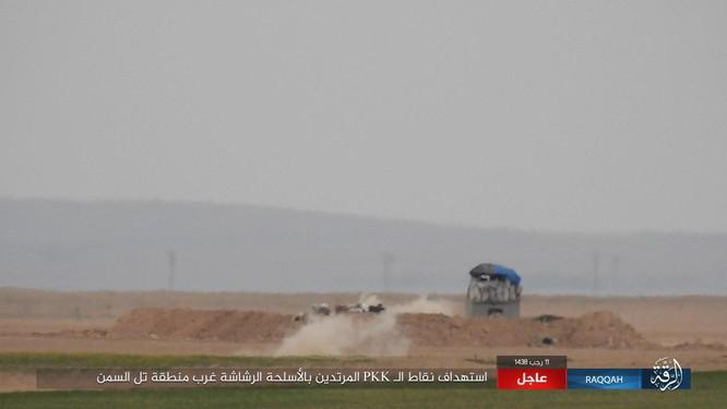 Mỹ hậu thuẫn người Kurd diệt hàng chục phiến quân IS ở Raqqa (video) ảnh 15