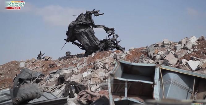 Cận cảnh đòn tập kích tên lửa Tomahawk Mỹ vào căn cứ không quân Syria (video) ảnh 1