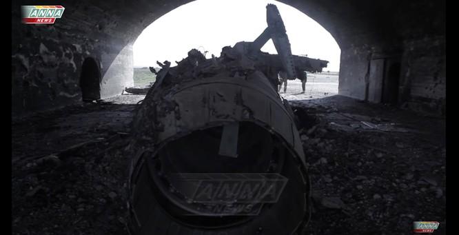 Cận cảnh đòn tập kích tên lửa Tomahawk Mỹ vào căn cứ không quân Syria (video) ảnh 2