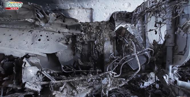 Cận cảnh đòn tập kích tên lửa Tomahawk Mỹ vào căn cứ không quân Syria (video) ảnh 4