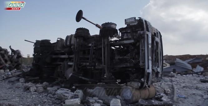 Cận cảnh đòn tập kích tên lửa Tomahawk Mỹ vào căn cứ không quân Syria (video) ảnh 5