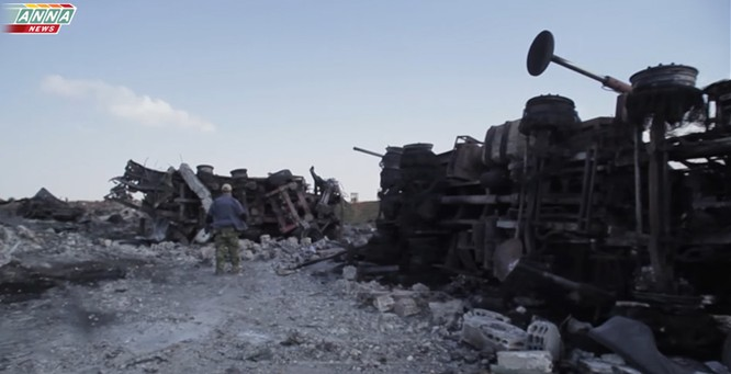 Cận cảnh đòn tập kích tên lửa Tomahawk Mỹ vào căn cứ không quân Syria (video) ảnh 6