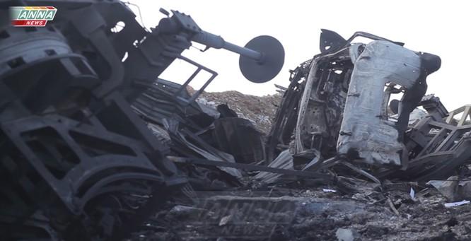 Cận cảnh đòn tập kích tên lửa Tomahawk Mỹ vào căn cứ không quân Syria (video) ảnh 7