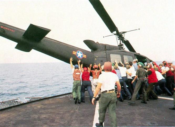 Mỹ và chiến dịch ném trực thăng xuống Biển Đông năm 1975 ảnh 10