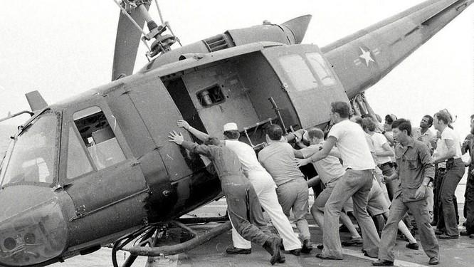 Mỹ và chiến dịch ném trực thăng xuống Biển Đông năm 1975 ảnh 9