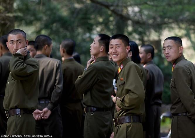 Binh sĩ Triều Tiên trước giông bão chiến tranh (ảnh + video) ảnh 3