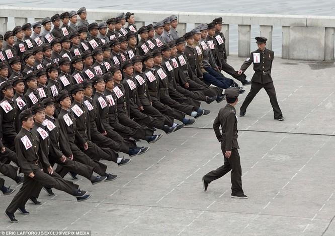 Binh sĩ Triều Tiên trước giông bão chiến tranh (ảnh + video) ảnh 11