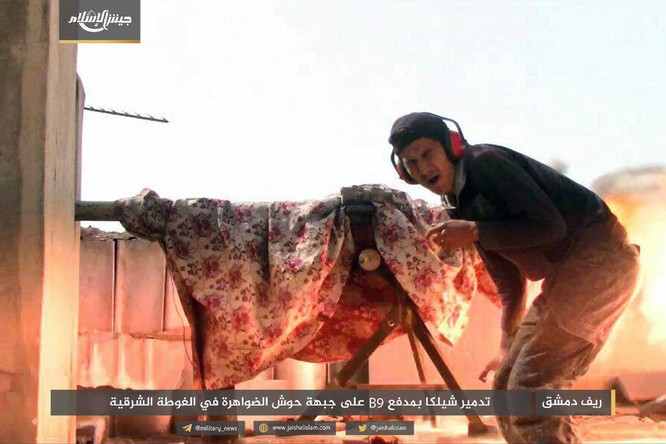 T-72 Nga bị bắn cháy, phe thánh chiến cầm chân quân Syria ở ngoại vi Damascus ảnh 2