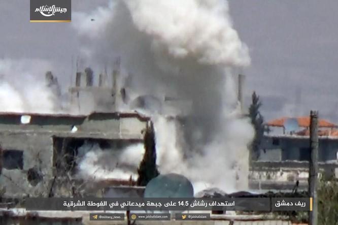 T-72 Nga bị bắn cháy, phe thánh chiến cầm chân quân Syria ở ngoại vi Damascus ảnh 3