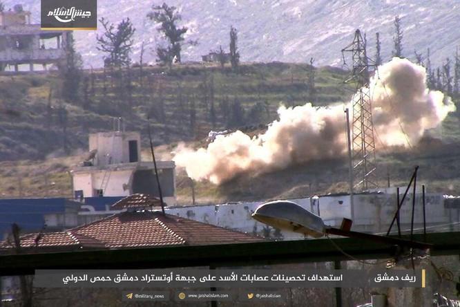 T-72 Nga bị bắn cháy, phe thánh chiến cầm chân quân Syria ở ngoại vi Damascus ảnh 4