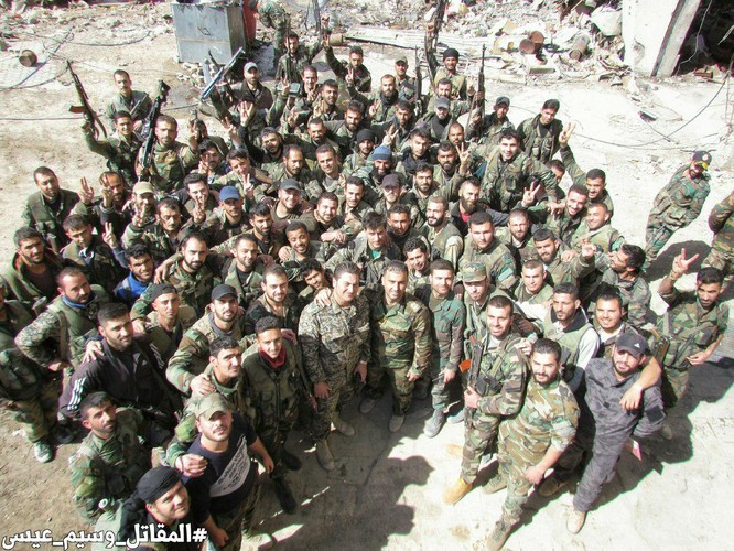 T-72 Nga bị bắn cháy, phe thánh chiến cầm chân quân Syria ở ngoại vi Damascus ảnh 5