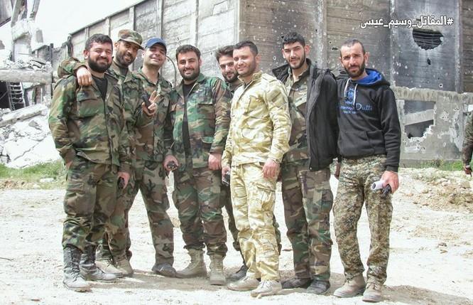 T-72 Nga bị bắn cháy, phe thánh chiến cầm chân quân Syria ở ngoại vi Damascus ảnh 6