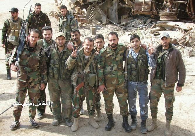T-72 Nga bị bắn cháy, phe thánh chiến cầm chân quân Syria ở ngoại vi Damascus ảnh 8