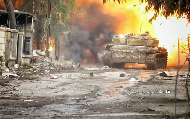 T-72 Nga bị bắn cháy, phe thánh chiến cầm chân quân Syria ở ngoại vi Damascus ảnh 9