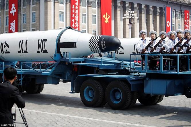 Sức mạnh quân sự Triều Tiên qua màn duyệt binh lớn nhất lịch sử ảnh 12