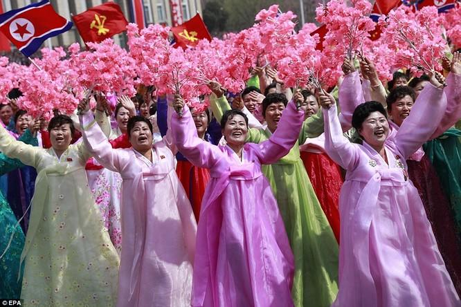 Sức mạnh quân sự Triều Tiên qua màn duyệt binh lớn nhất lịch sử ảnh 35