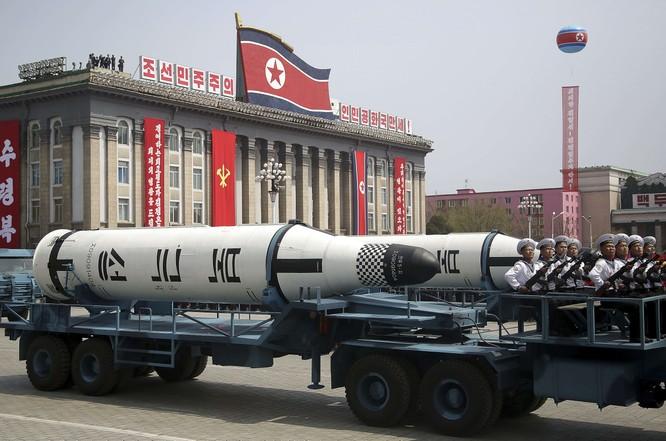 """Báo Mỹ """"soi"""" màn phô diễn tên lửa Triều Tiên ảnh 2"""