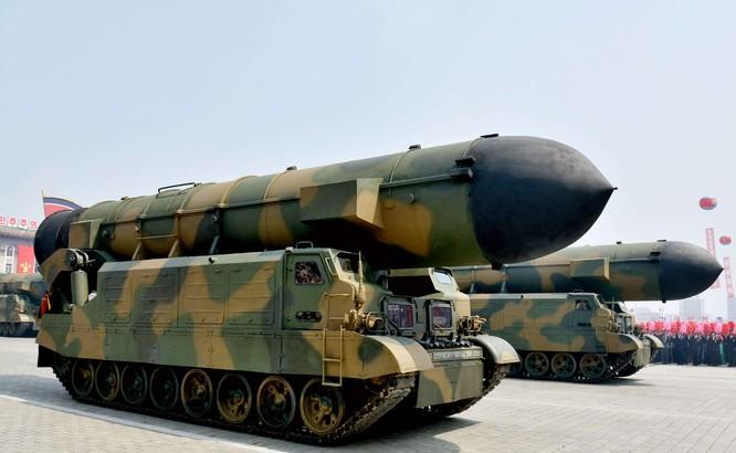 """Báo Mỹ """"soi"""" màn phô diễn tên lửa Triều Tiên ảnh 5"""