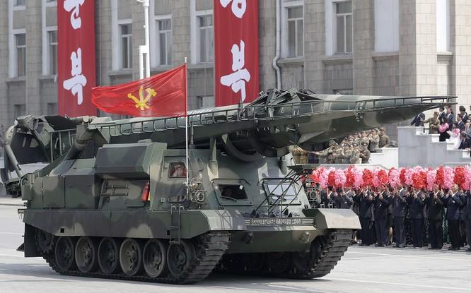 """Báo Mỹ """"soi"""" màn phô diễn tên lửa Triều Tiên ảnh 6"""