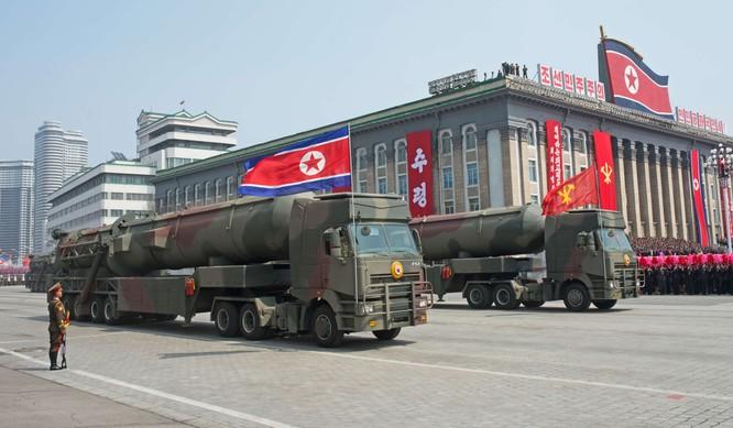 """Báo Mỹ """"soi"""" màn phô diễn tên lửa Triều Tiên ảnh 8"""