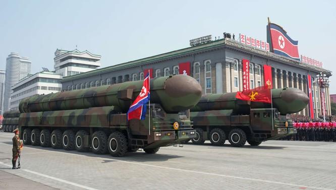 """Báo Mỹ """"soi"""" màn phô diễn tên lửa Triều Tiên ảnh 10"""
