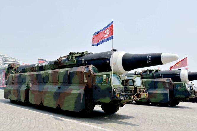 """Báo Mỹ """"soi"""" màn phô diễn tên lửa Triều Tiên ảnh 12"""