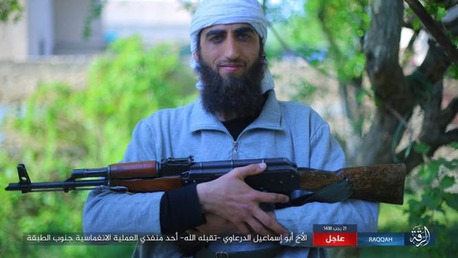 IS giãy giụa ở Raqqa, điên cuồng đánh bom tự sát (video) ảnh 3