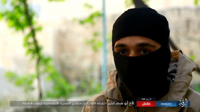 IS giãy giụa ở Raqqa, điên cuồng đánh bom tự sát (video) ảnh 4