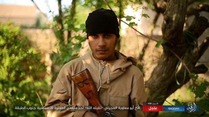 IS giãy giụa ở Raqqa, điên cuồng đánh bom tự sát (video) ảnh 5