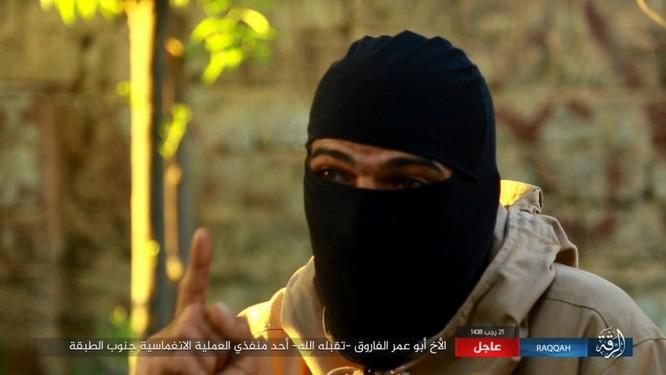 IS giãy giụa ở Raqqa, điên cuồng đánh bom tự sát (video) ảnh 6