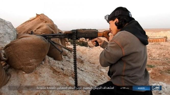 Chảo lửa Deir Ezzor: Quân đội Syria bày trận hỏa lực phá vây IS (video) ảnh 1