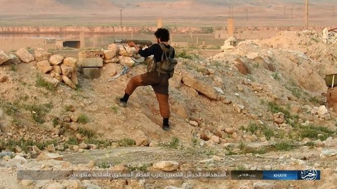 Chảo lửa Deir Ezzor: Quân đội Syria bày trận hỏa lực phá vây IS (video) ảnh 3