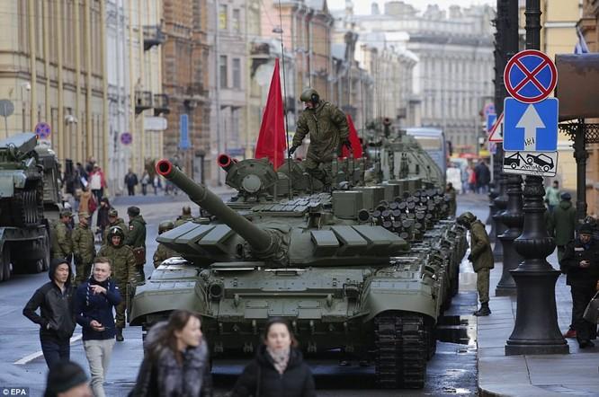 Xe tăng, tên lửa Nga tập dượt duyệt binh mừng Ngày chiến thắng ảnh 1