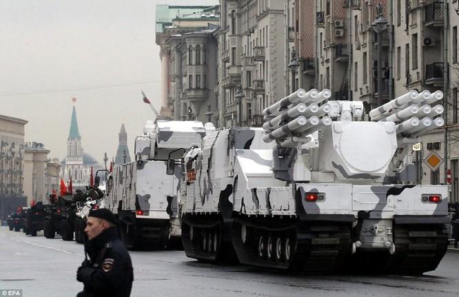 Xe tăng, tên lửa Nga tập dượt duyệt binh mừng Ngày chiến thắng ảnh 2