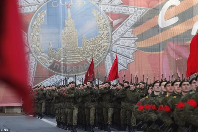Xe tăng, tên lửa Nga tập dượt duyệt binh mừng Ngày chiến thắng ảnh 4