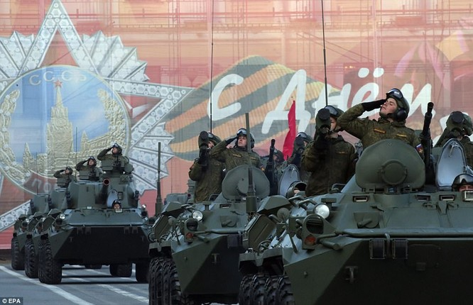 Xe tăng, tên lửa Nga tập dượt duyệt binh mừng Ngày chiến thắng ảnh 9