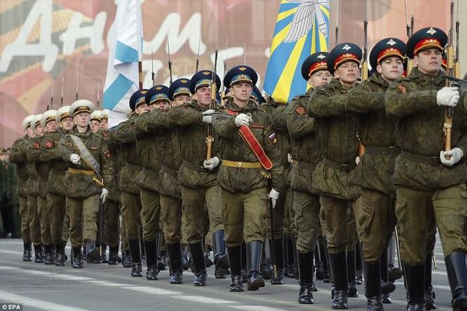 Xe tăng, tên lửa Nga tập dượt duyệt binh mừng Ngày chiến thắng ảnh 10