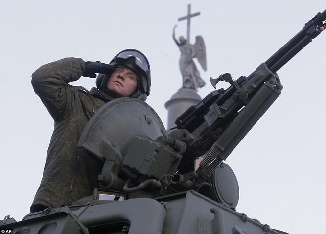 Xe tăng, tên lửa Nga tập dượt duyệt binh mừng Ngày chiến thắng ảnh 12