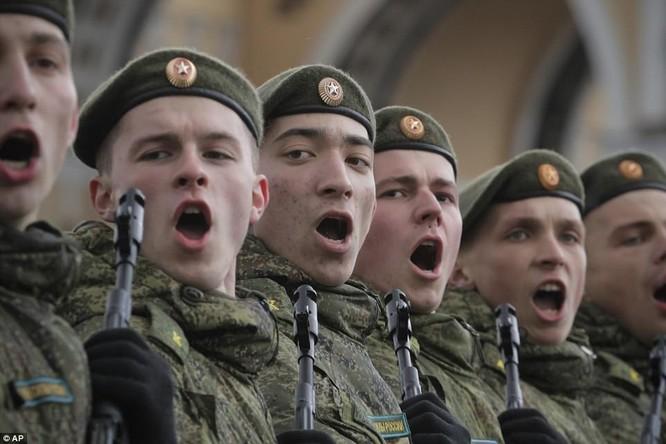 Xe tăng, tên lửa Nga tập dượt duyệt binh mừng Ngày chiến thắng ảnh 14