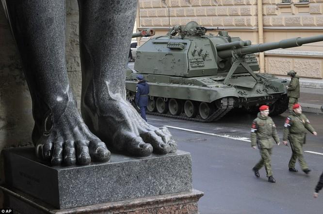 Xe tăng, tên lửa Nga tập dượt duyệt binh mừng Ngày chiến thắng ảnh 17