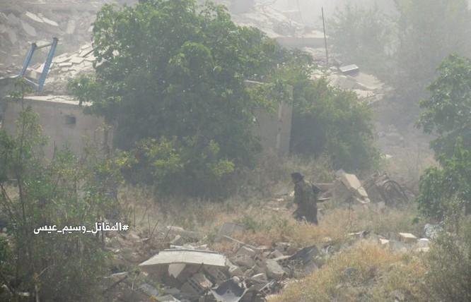 Quân đội Syria giao chiến ác liệt với phiến quân cố thủ ngoại vi Damascus (video) ảnh 1