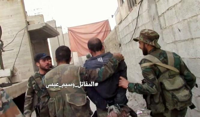 Quân đội Syria giao chiến ác liệt với phiến quân cố thủ ngoại vi Damascus (video) ảnh 4