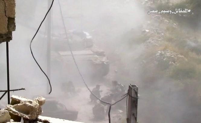 Quân đội Syria giao chiến ác liệt với phiến quân cố thủ ngoại vi Damascus (video) ảnh 6