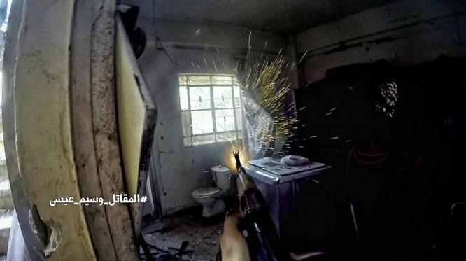 Chiến sự Syria: Quân Assad siết vòng vây phiến quân cố thủ ngoại vi Damascus ảnh 7