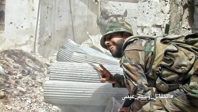 Chiến sự Syria: Quân Assad siết vòng vây phiến quân cố thủ ngoại vi Damascus ảnh 9