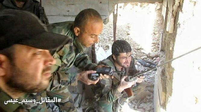 Chiến sự Syria: Quân Assad siết vòng vây phiến quân cố thủ ngoại vi Damascus ảnh 12